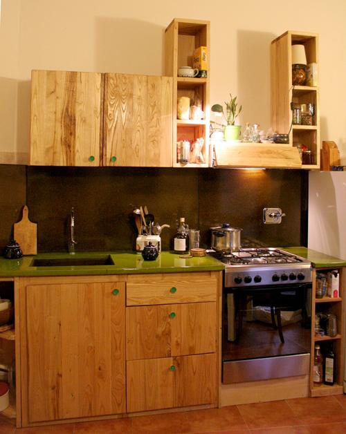 cucina in legno massello e pietra lavica smalata-madeinlava